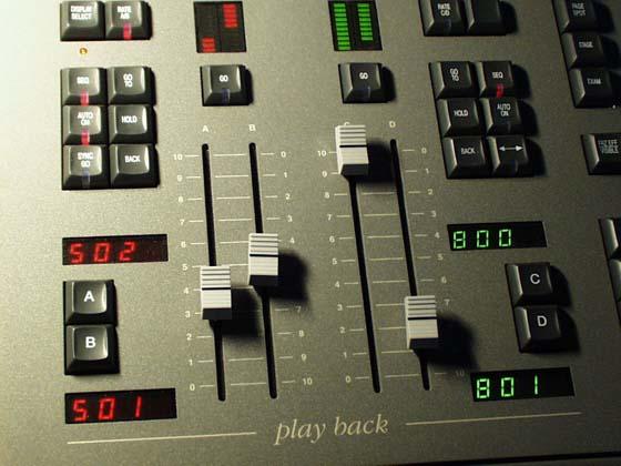 Zwei Playbackregister eines typischen Theaterpultes